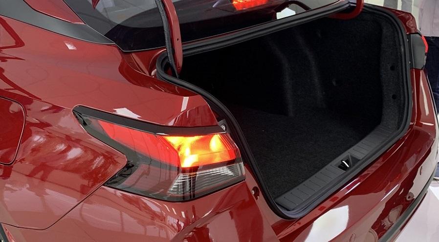 Nissan Versa, con gran espacio interior.