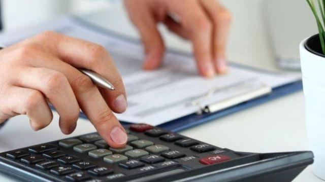 De una forma simple, el usuario puede calcular el valor de la cuota de su deuda financiada utilizando como base el CFT