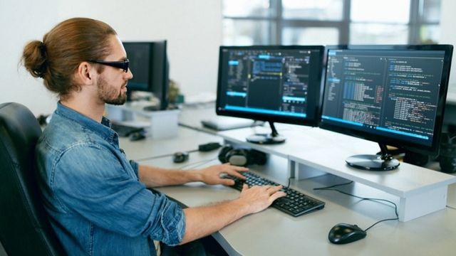 La media sanción de la ley de teletrabajo podría afectar al sector del software que ve con preocupación una salida de profesionales