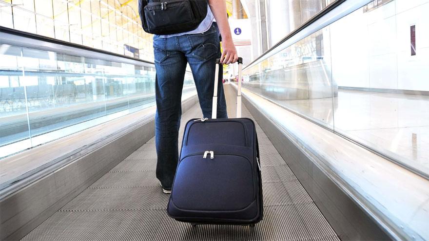 Las aerolíneas pretenden que los pasajeros acepten cambios en la fecha de vuelos