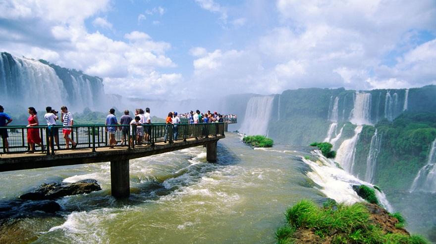Cataratas del Iguazú, uno de los lugares predilectos para pasar los feriados.