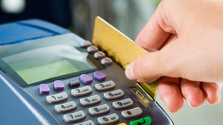Uno de los errores más habituales es querer pagar una deuda tomando otro compromiso financiero