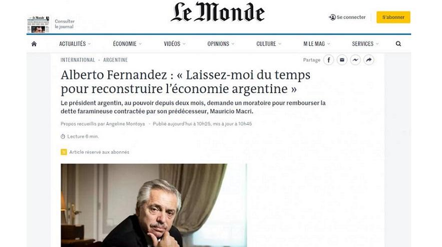 Alberto Fernández durante la entrevista con Le Monde.