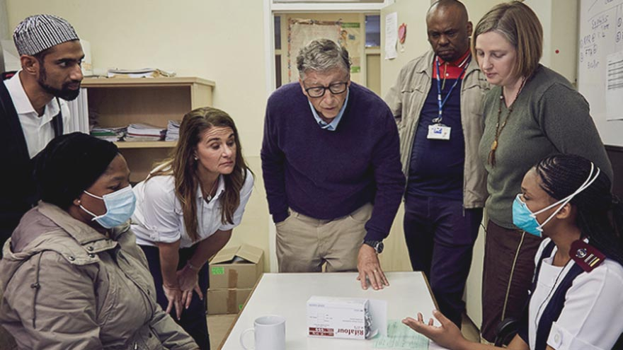 Para Gates, la vacuna llegará a los países ricos en 2021 y a los pobres, en 2022