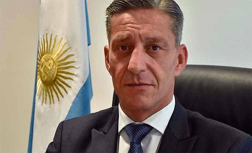 El gobernador Arcioni: la provincia paga sueldos escalonados y aspira a renegociar su deuda.