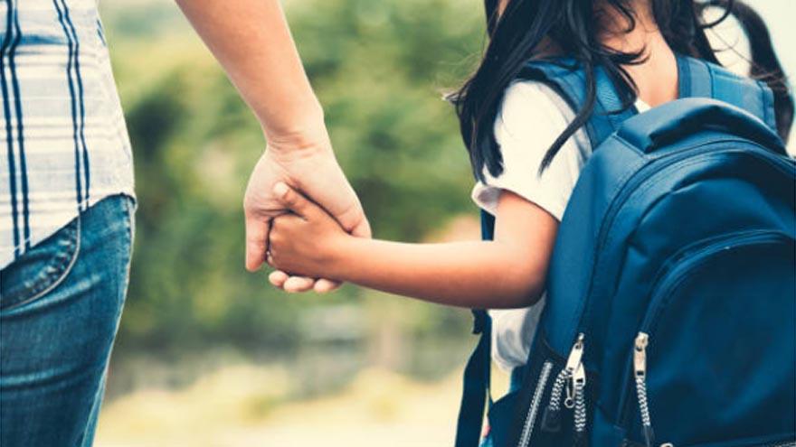 Padres separados deberán justificar el traslado de niños.