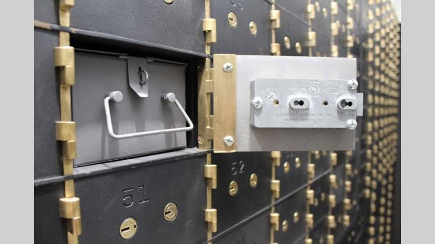 La caja de seguridad, un clásico destino de tiempos turbulentos, está perdiendo protagonismo ante ahorristas que dejan los dólares en el banco
