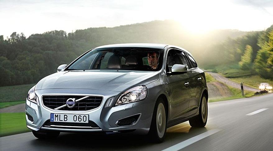 Volvo también tiene su auto híbrido.