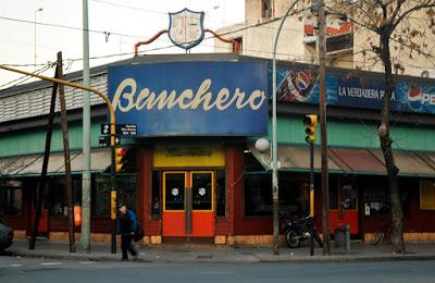 El tradicional local de la pizzería Banchero, en La Boca