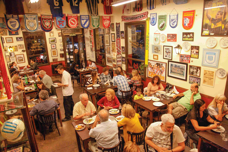 La pizzería La Guitarrita, repleta de comensales