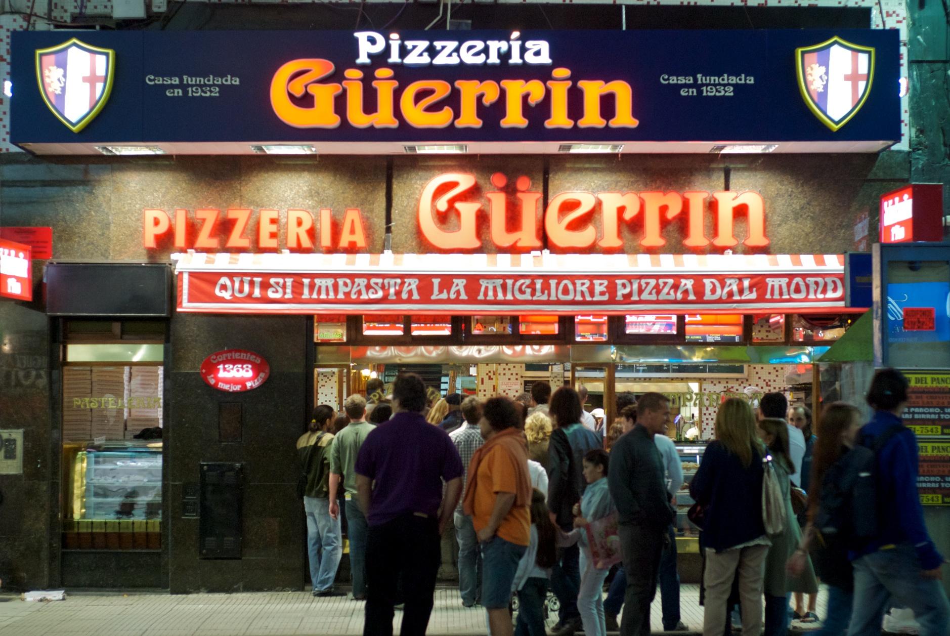El frente de uno de los clásicos de Buenos Aires, la Pizzería Güerrín
