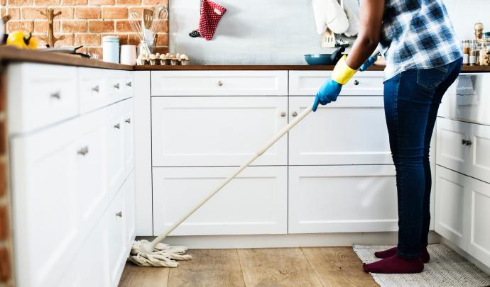 Limpiar, otra forma de quemar calorías de manera sana
