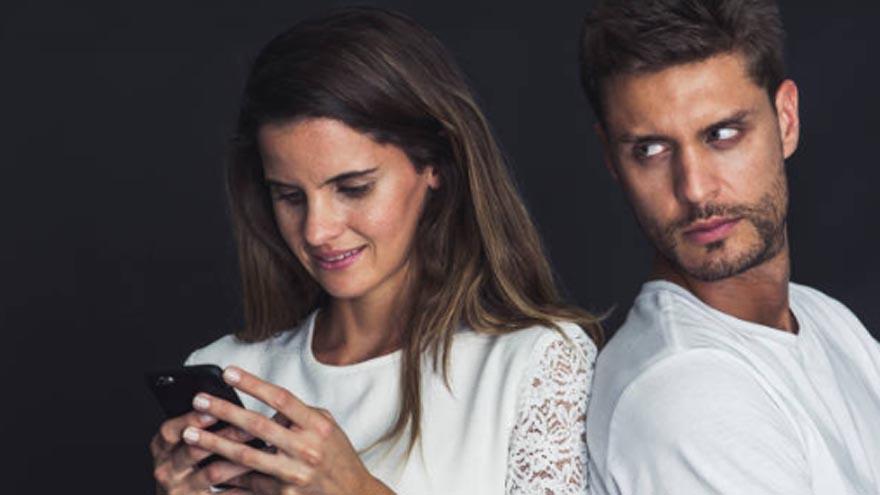 Descubrir si tu pareja espía tu celular
