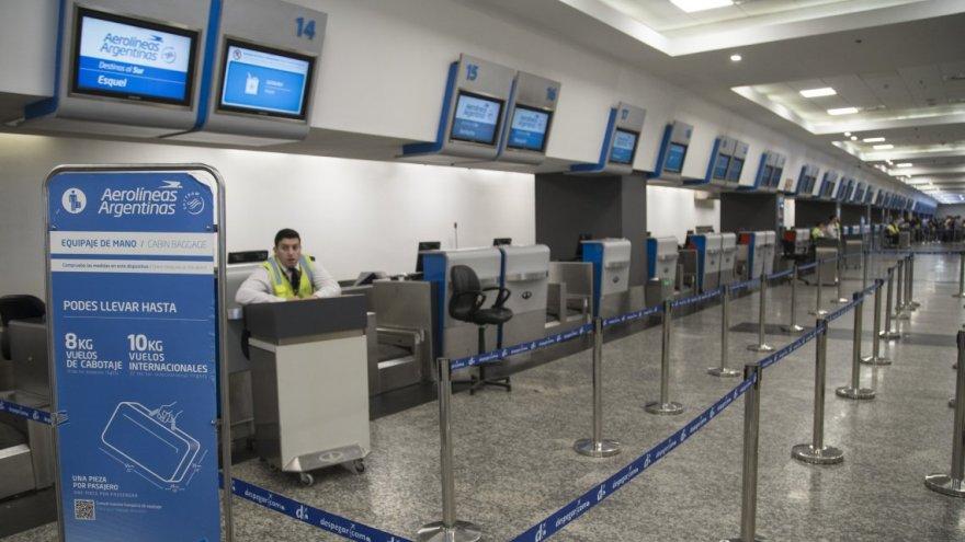 Aeropuertos vacíos con el turismo en stand by.