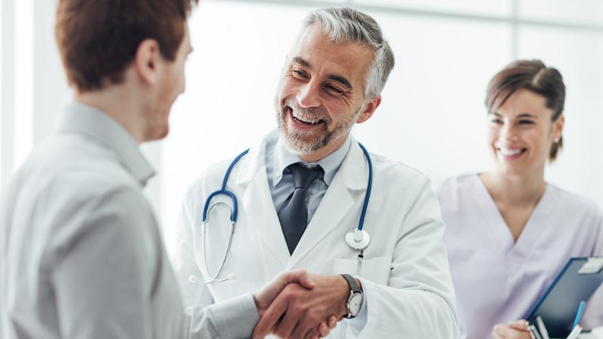 ¿Cuáles son las especialidades médicas mejor pagas?