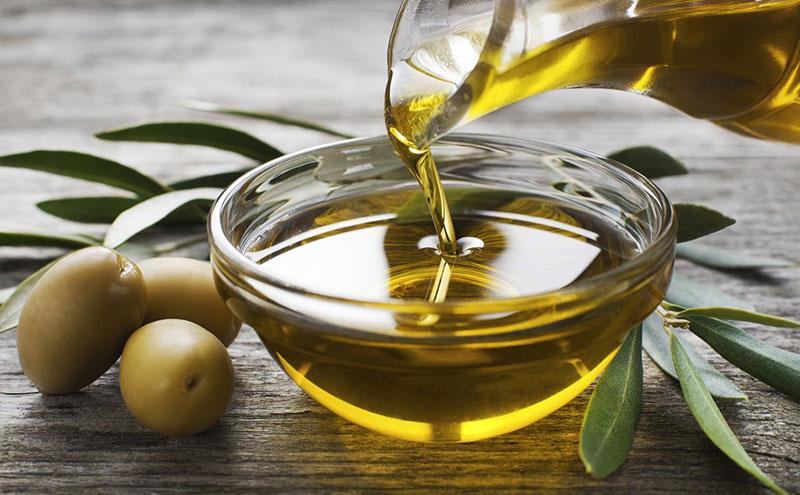 Las aceitunas y el aceite de oliva son fuentes claves de grasa vegetal