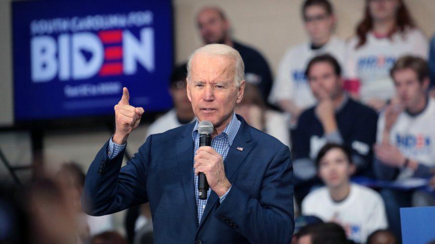 Las mujeres rompen bruscamente por Biden, 61% contra 37%