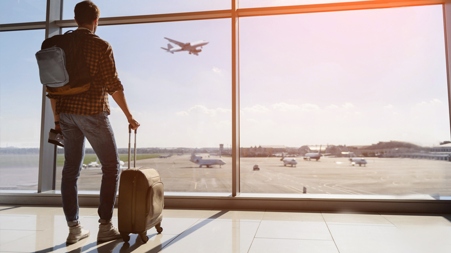 Los argentinos no pierden las esperanzas de viajar y creen que podrán comenzar a hacerlo en cinco o seis meses