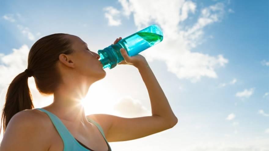 La hidratación es clave para perder peso
