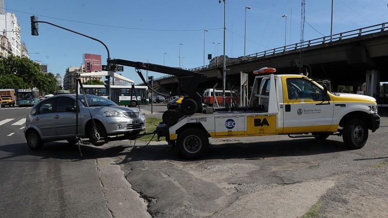 Las grúas están al orden del día para actuar ante las multas de tránsito.