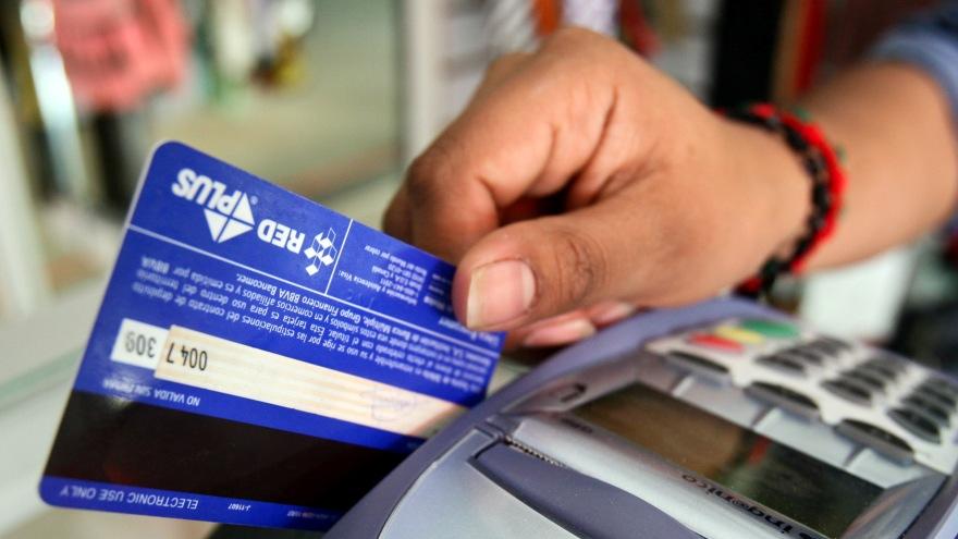 Al realizar una compra con tarjeta de débito se puede retirar efectivo en el local