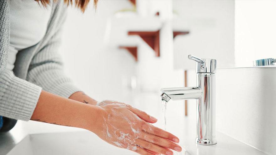 El lavado de manos es más eficaz que los geles desinfectantes