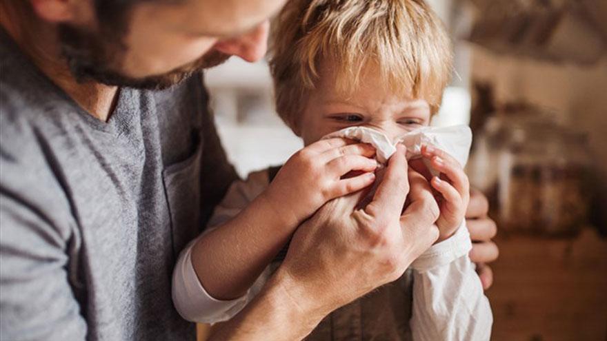 Lavarse las manos puede evitar contagiar a los más chicos