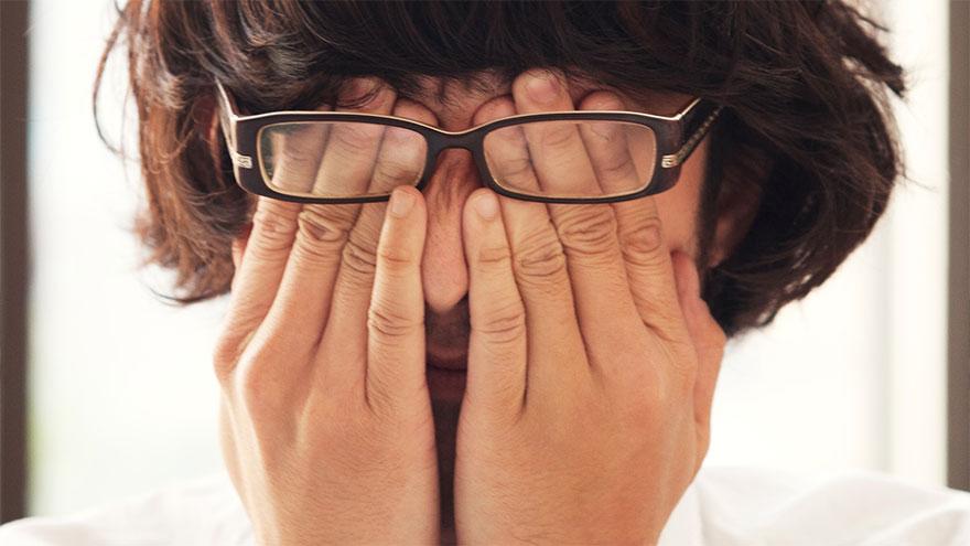 Tocarse la cara con las manos puede contagiar coronavirus