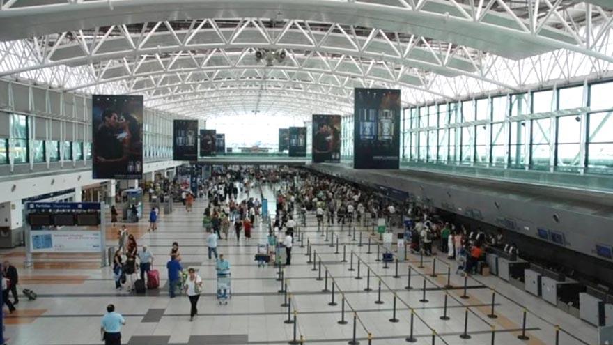 En el aeropuerto de Ezeiza se puede tramitar el pasaporte express.