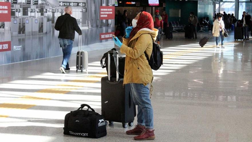 La mayoría de los países colocó restricciones a los vuelos