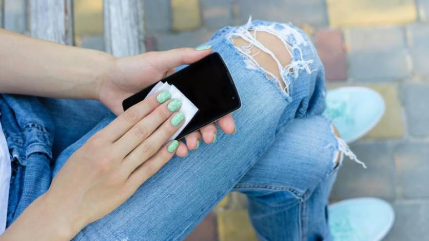 La limpieza del smartphone se puede hacer en simples pasos