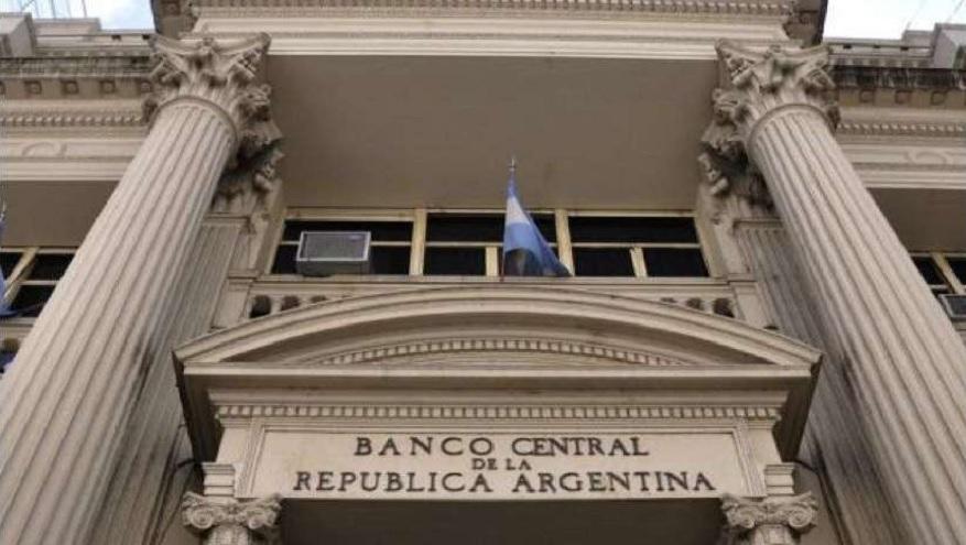 El Banco Central realizó varias subas a la tasa mínima de plazos fijos, con el objetivo de tentar a los ahorristas a quedarse en pesos