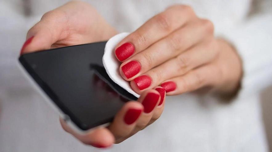 El contagio del coronavirus por un teléfono móvil es probable si el celular no se limpia con frecuencia.