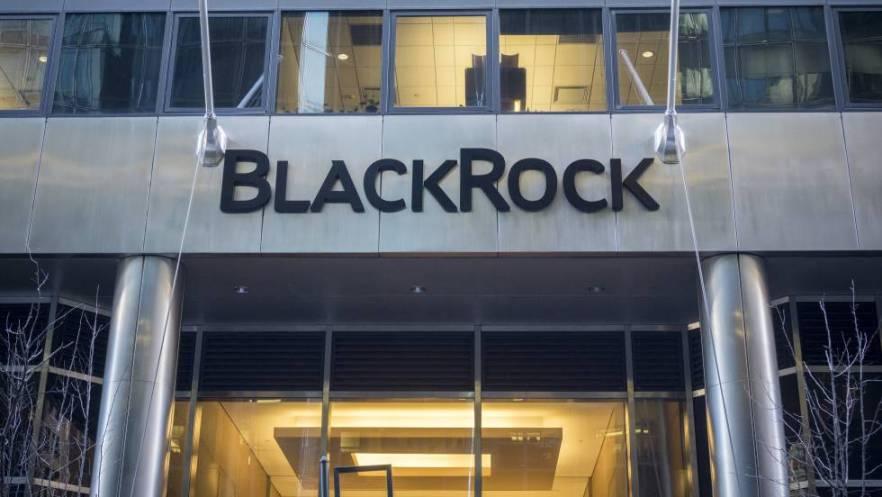 El gigante de las finanzas BlackRock está empezando a aplicar sus nuevas reglas sobre relaciones amorosas entre sus empleados