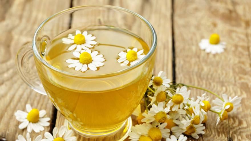 El té de manzanilla tiene propiedades de alivio sobre el dolor de las llagas
