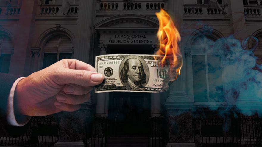 Reservas en caída: una señal de alerta para el dólar.
