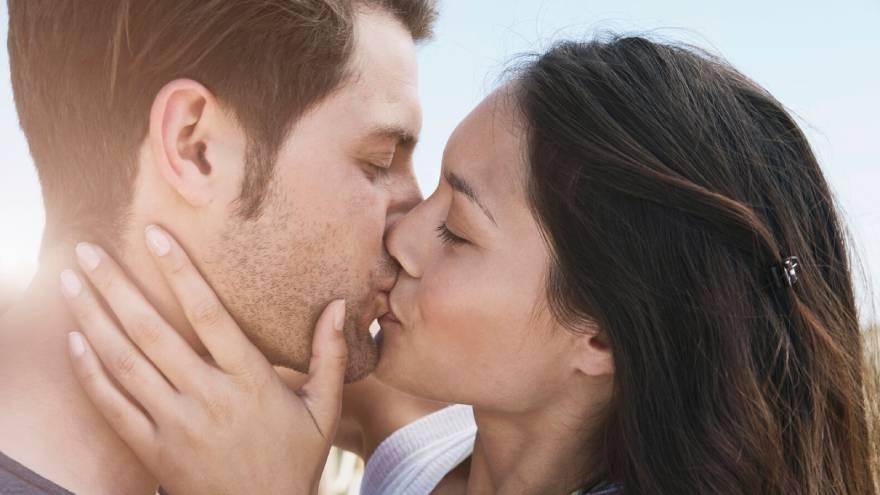 Los besos pueden transmitir los herpes labiales