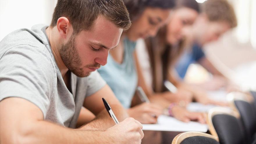 Estudiantes eligen las mejores escuelas de negocios del mundo.