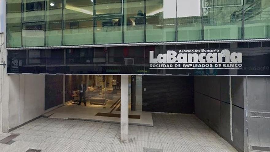 La Asociación Bancaria firmó una recomposición salarial y un aumento