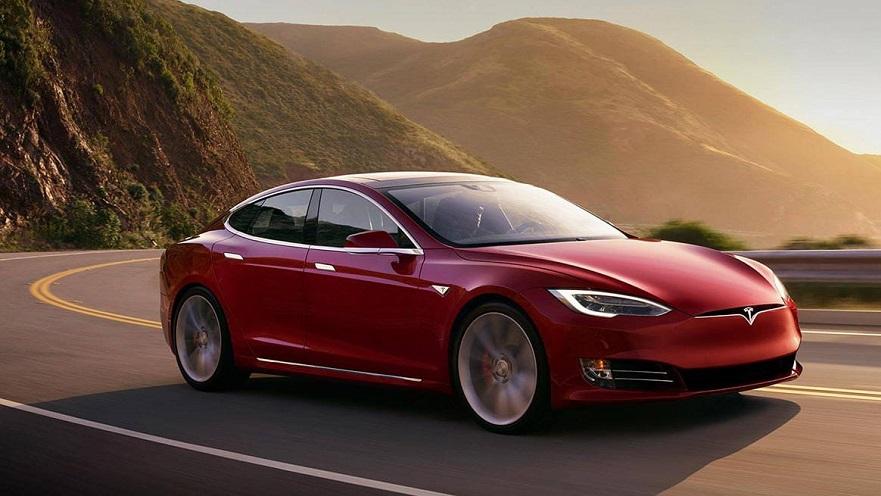 Tesla S, el sedán eléctrico incrementó su autonomía.