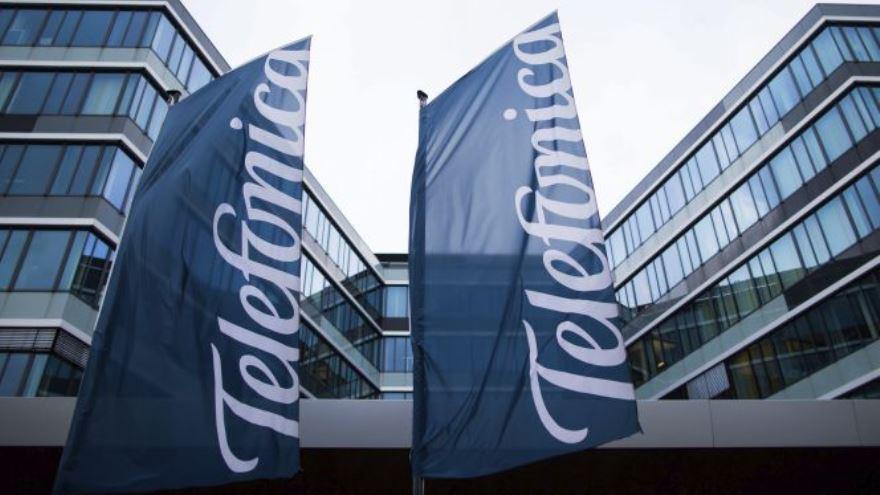 El acuerdo establece la venta de un número de, aproximadamente 30.722 emplazamientos de torres de telecomunicaciones