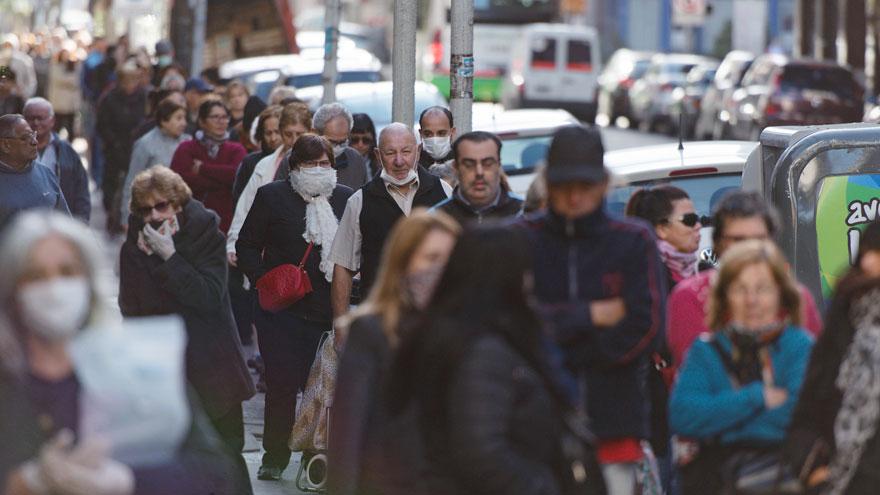 Colas en los bancos: el BCRA busca evitar las largas colas y aglomeraciones.