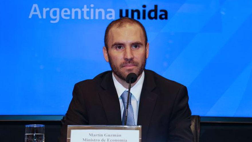 La estrategia del ministro de economía, Martín Guzmán, es ofrecer canjes ante cada bono en pesos que vence