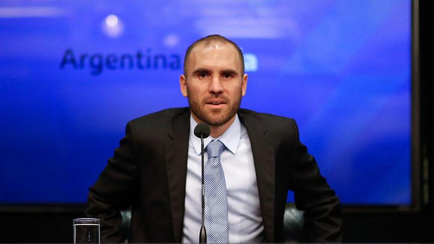 El ministro de economía, Martín Guzmán, coloca bonos en pesos semanalmente en el mercado local