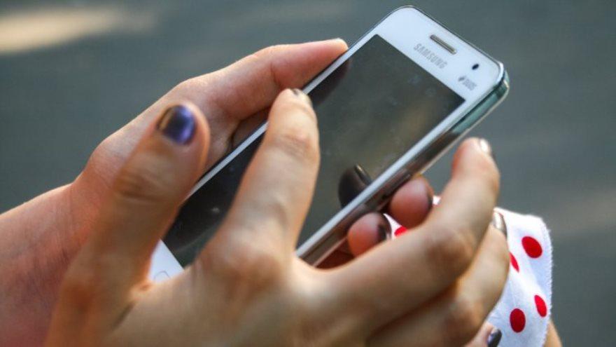 El virus quema la batería del celular provocando peligrosas descargas