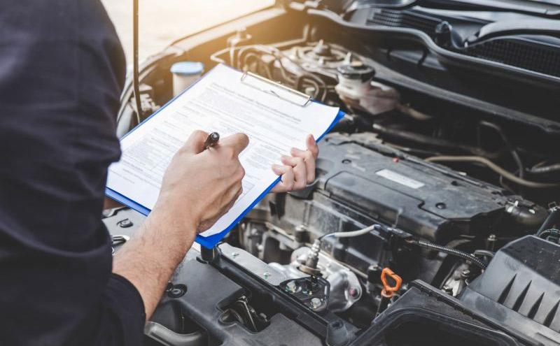 La verificación policial se requiere para chequear número de motor y chasis.