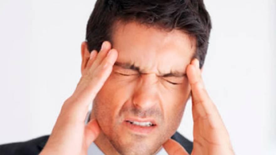 El dolor de cabeza es uno de los síntomas del dengue