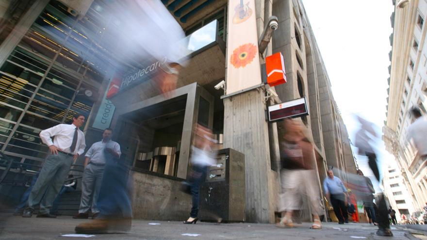 Tras la escapada del blue, en la City se generó la expectativa de medidas que den curso a la demanda de divisas