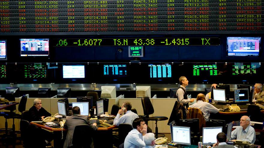 El índice S&P Merval, del mercado porteño, tocó un mínimo de XXX puntos en dólares durante abril