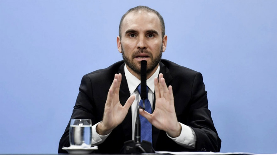 El ministro de Economía Guzmán está renegociando el pago de la deuda.